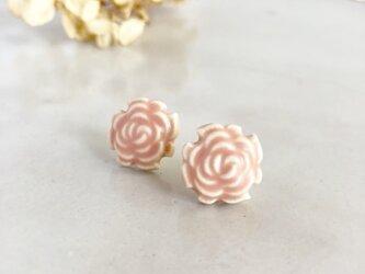 Rose/M size コーラルピンク : 陶器 : ピアス/イヤリングの画像