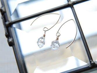 N.Y産ハーキマーダイヤモンド水晶の小さめのマーキスフックピアス 14kgfの画像