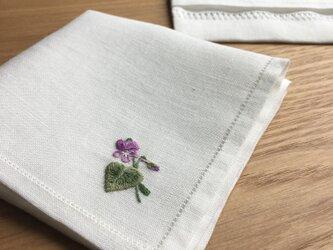 野に咲くスミレ|手刺繍仕立てのハンカチの画像