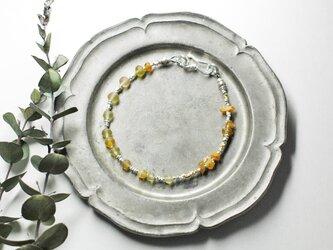 琥珀色ローマングラスと煌めくカレンシルバーのブレスの画像