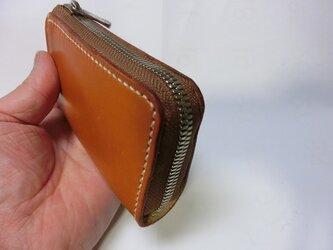 栃木レザー コンパクトL字ファスナー財布(キャメル色 ステッチはホワイト)の画像