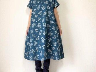 ステッチ刺繍調*草花のフレアワンピース*やわらかダブルガーゼ*半袖の画像