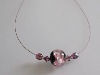 ホタルガラス*夜桜、ナイロンコートワイヤーのネックレスの画像