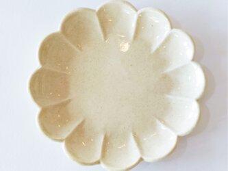 花形の平皿(クリーム色)の画像