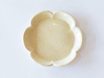 花形の小皿(クリーム色)の画像
