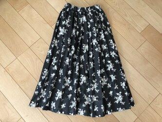 【SALE】表・裏 綿100% ピンク&ブルー小花柄ギャザースカート(黒地)の画像