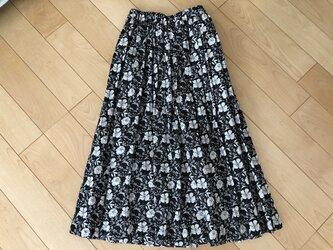 【SALE】表・裏 綿100% 白い花リップル織りギャザースカート(黒地)の画像