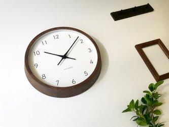 KATOMOKU muku round wall clock 7 ウォールナット km-93RC 電波時計 連続秒針の画像