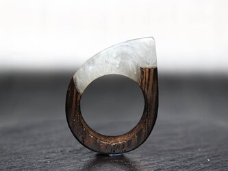 【送料無料】White Mable ~Resin Wood Ring~の画像