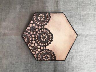 レース模様の六角小皿<クラシックブラックマット>の画像