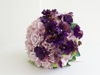 【ブートニア付き】大人エレガント | 紫陽花とパープルーパンジーのラウンドブーケ アーティフィシャルフラワーの画像