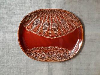 レース模様の中皿<楕円皿オータムブラウン>の画像