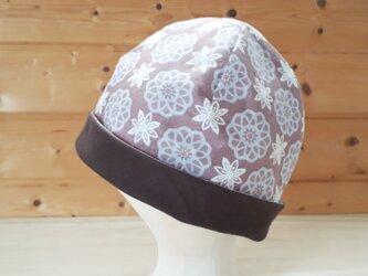 【値下げ】幾何学模様プリントとガーゼのリバーシブル帽子*薄あずき色×チョコの画像