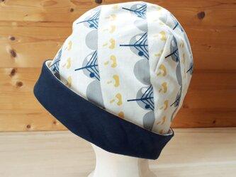【値下げ】きのこ柄プリントとガーゼのリバーシブル帽子*生成地×ネイビーの画像
