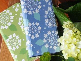 紫陽花の手帳型スマホケースの画像