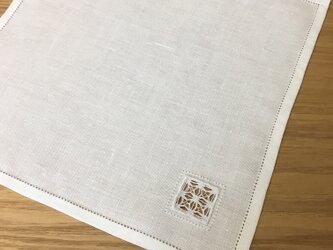 ドロンワーク|厚手生地の手刺繍ハンカチの画像