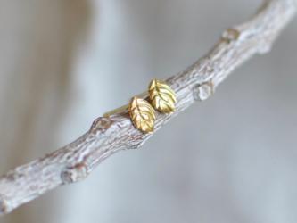 K18片耳ピアス 小さな葉っぱの画像