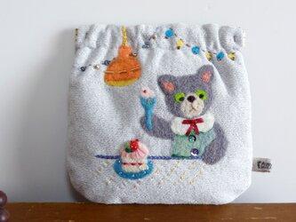 羊毛フェルト刺しゅうのパカパカポーチ(ネコ)の画像