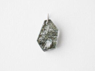 天然石チャーム/ブルッカイト イン クオーツの画像