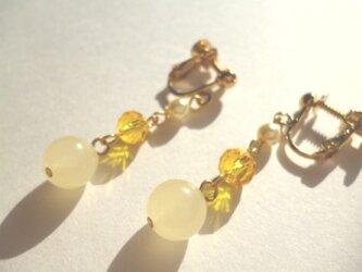 カルセドニー・パール・カットガラスのイヤリングの画像