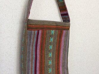 エスニック柄のワンハンドルバッグの画像