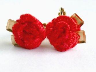 刺繍の薔薇イヤリングの画像