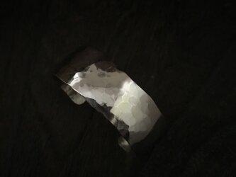 Silver bangleの画像