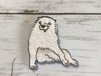 手刺繍日本画ブローチ*長沢芦雪「白象黒牛図屏風」の犬の画像
