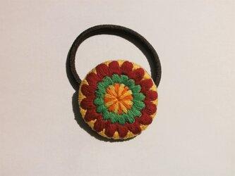 お花モチーフの刺繍ヘアゴムの画像