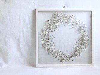 【植物リースの切り絵】大きい実と小さい実_サンドベージュの画像