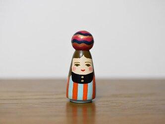 球体者(オレンジ水色縦縞服)の画像