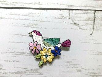 手刺繍ブローチ*花と小鳥の画像