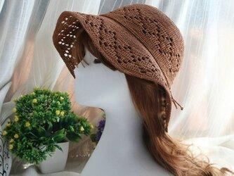 細かい編み物 透かし編み模様の麦わら帽子の画像