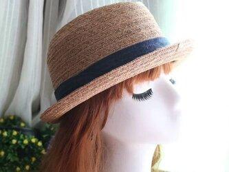 夏 不規則形の帽子の頂 超軽量の麦わら帽子の画像