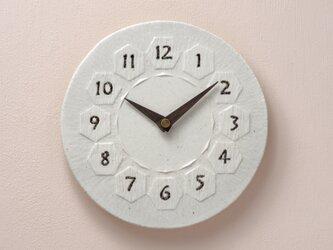 亀甲・丸型195/彫(陶製掛時計)485gの画像