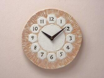 亀甲・丸型/彫/茶210(陶製掛時計)525gの画像