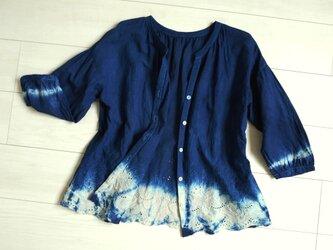 ◆100%自然素材 天然灰汁発酵建て 本藍染◆ フロントオープン刺繍 絞りブラウスの画像