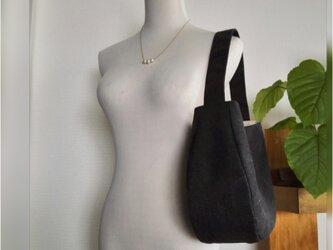 ヴィンテージ加工ブラック帆布のワンショルダーバッグの画像