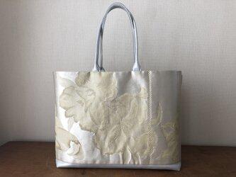 人気のシルバー帯リメイクバッグ 金糸花文様の画像