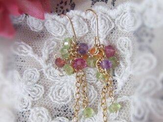 小さな天然石ボタンカットの花束ピアス *k14gfの画像