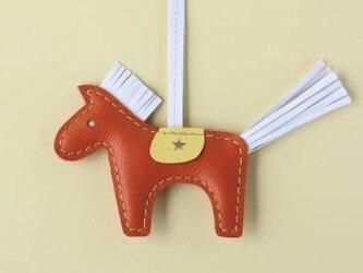 北欧生まれの幸せの馬 ダーラナホースのバッグチャーム オレンジ×ホワイトの画像