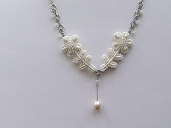 花*淡水真珠 ビーズ刺繍ステンレスネックレスの画像