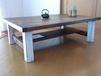 シャビーな棚付きローテーブルの画像