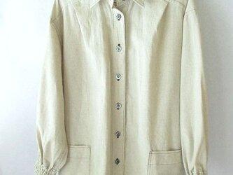 麻綿混の生成りのシャツ 袖口ゴムの画像