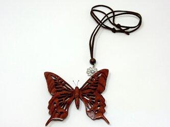 蝶のペンダントの画像
