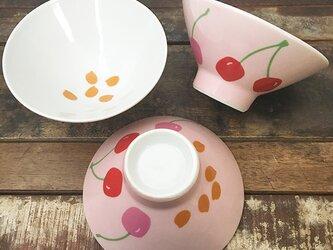 さくらんぼ お茶碗 ★ チェリー ベビーピンク 小ぶり 女性 キッズ向け 高台たかめの画像
