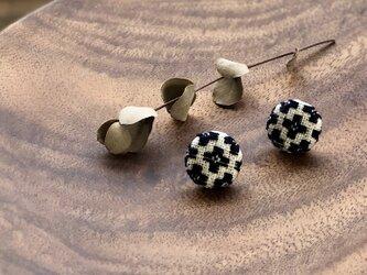 ◉こぎん刺しピアス◉『モドコ:花十字つなぎ』の画像