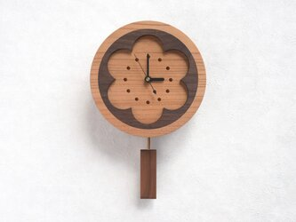 花窓の振子時計(6弁)の画像