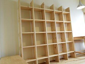ヒノキの本棚の画像