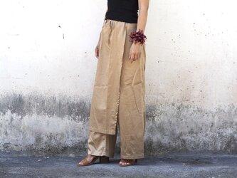 ベージュ/ラップスカート付きゆったりストレートパンツの画像
